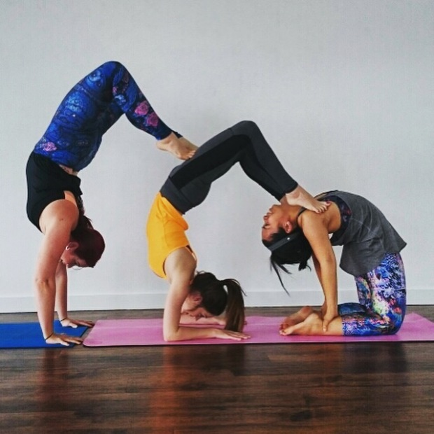 yoga acro yoga